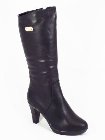 Cizme dama negre toc 8,5 Janna  Acest model de cizme dama negre este confectionat din piele ecologica de calitate premium. De asemenea, accesoriul metalic auriu decorat cu strasuri,le confera autenticitate si totodata eleganta. Tocul este de aproximativ 8,5cm iar talpa este flexi