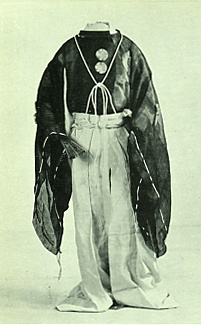 """Kamakura-era costume """"suikan"""" (水干)."""