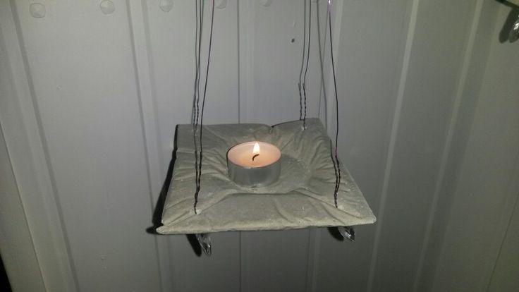 Fina hängande ljusfat i betong.