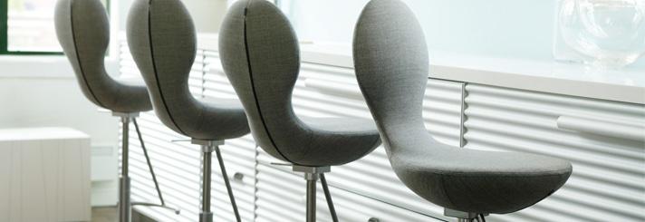 Barkrukken en bartafels modern design bij Lineo | Lineo