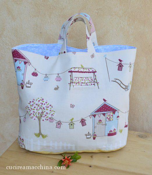 Tutorial di cucito creativo per confezionare una borsa estiva foderata, da portare a mano. Cartamodello scaricabile gratuitamente. Anche per principianti.
