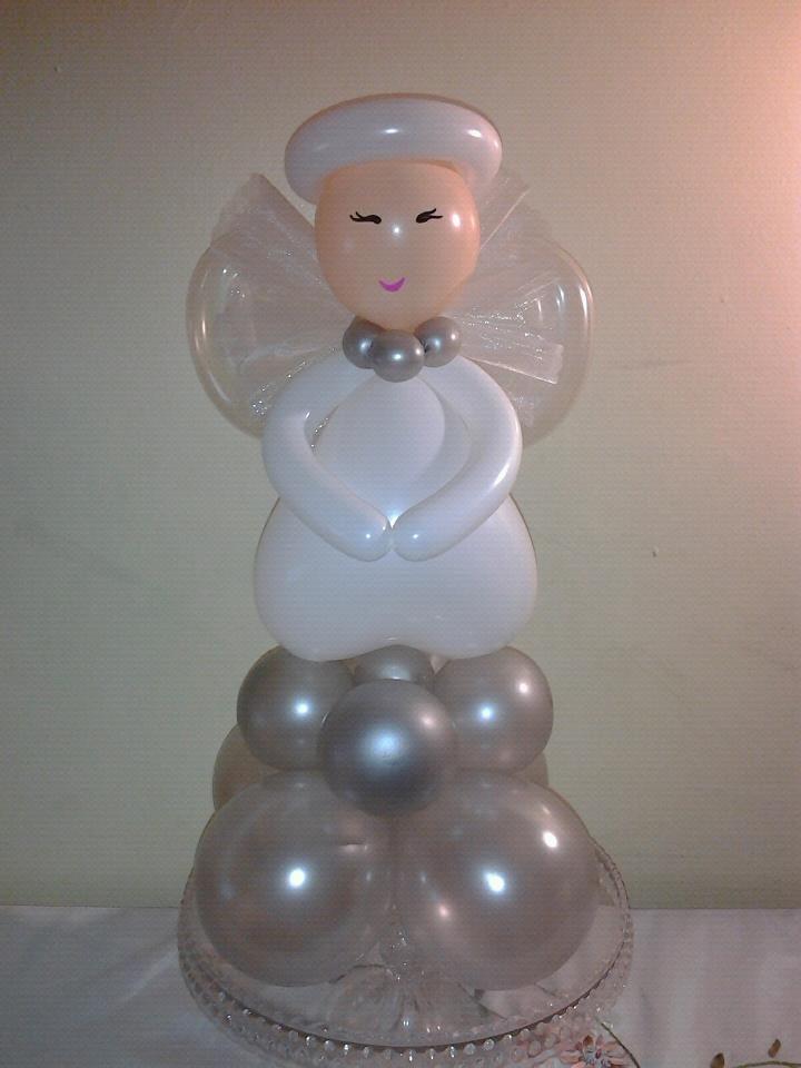 Angelito hecho con globos.