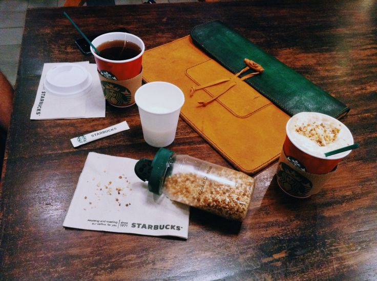 Just finished a #HandcraftedLeather #Macbook #sleeve for customer, so I came here to get #ChristmasCookieLatte as a lovely reward  Product of 'rey.winter.stuff' by REY.WINTER. Follow @laboratorio.1 for more details about #leather  #evening #nighttime #Tuesday #lifeisbeautiful #hcmc #hcmclife #Vietnam #district1 #onthetable #Starbucks #redcup #coffee #coffeetime #StarbucksMoment #EarlGreyTeaLatte #reywinter #reywinterstuff #LaboratorioOne  #vsco #vscocam #drinkporn #wintertime