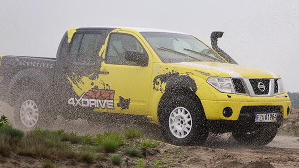 Nissan Navara Yellow