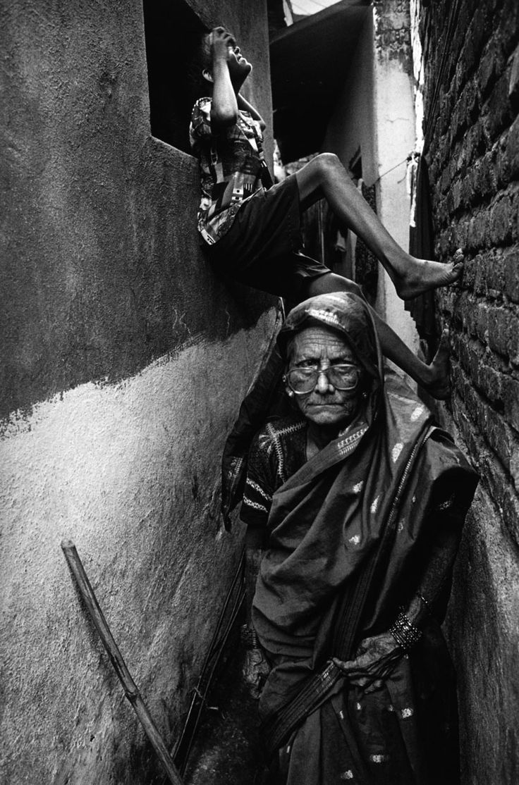 Recicladoras de basura en Bombay, India, 1995.  Fotografía de Sebastiao Salgado