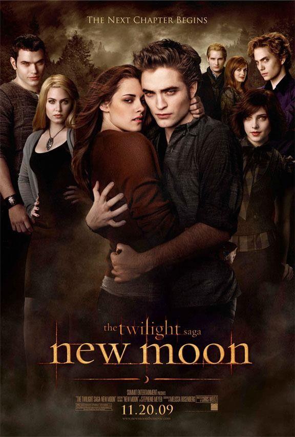 Luna Nueva - 2009    Edward decide abandonar a Bella para mantenerla alejada de los peligros del mundo vampírico. Con la ayuda de Jacob, Bella intentará superar el abandono de Edward, que la ha dejado sumida en el mayor de los desconsuelos. Pero los peligros siguen acechando a la joven; nuevas y asombrosas criaturas sobrenaturales se cruzarán en su camino. Bella se encuentra inmersa en el mundo de los hombres lobo, ancestrales enemigos de los vampiros, y su lealtad es puesta a prueba