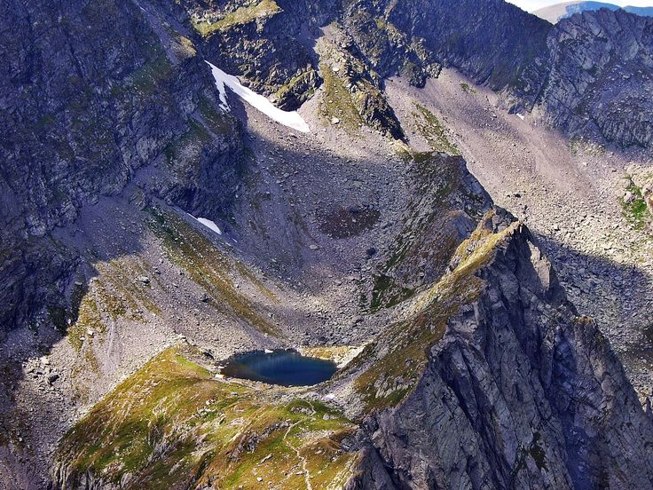 Top 5 most spectacular glacial lakes in Romania