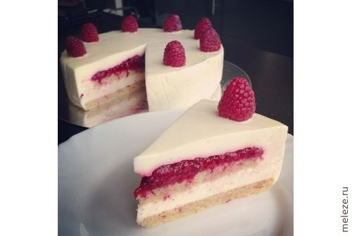 Raspberry Panna Cotta cake - the recipe is in Russian, but hopefully I can still read it.