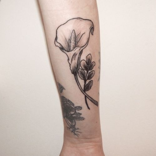 25 best ideas about calla lily tattoos on pinterest lily tattoo design lillies tattoo and. Black Bedroom Furniture Sets. Home Design Ideas