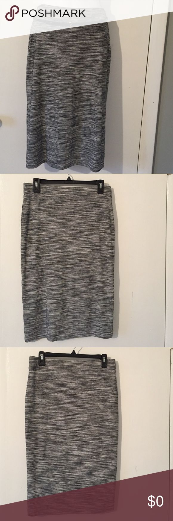 Slim fit skirt❤️ Slim fit skirt with elastic waste, worn only once. In excellent condition. Approximately 27 inch long. Apt. 9 Skirts Midi