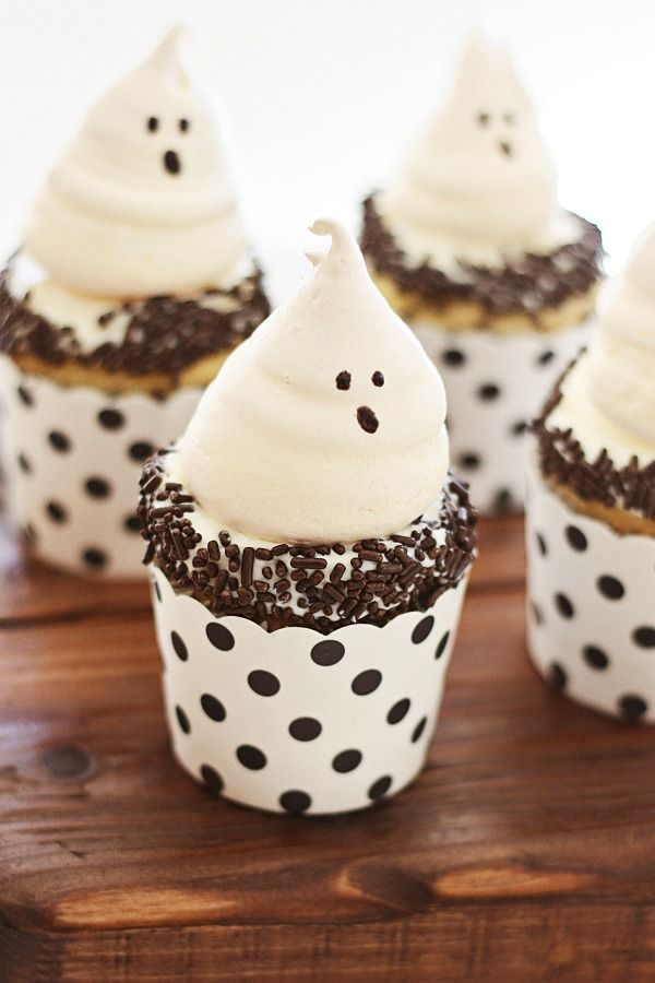 Ghost Meringue - the most amazing and cutest cookies for Halloween, sure to please both kids and adults alike with its light, airy texture and good taste.