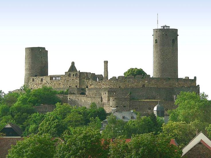 Munzenberg Castle (Munzenberg) is a ruined castle close to the town of the same name in Germany, dating from the 12th century. It is one of the best preserved castles form the High Middle Ages in Germany.