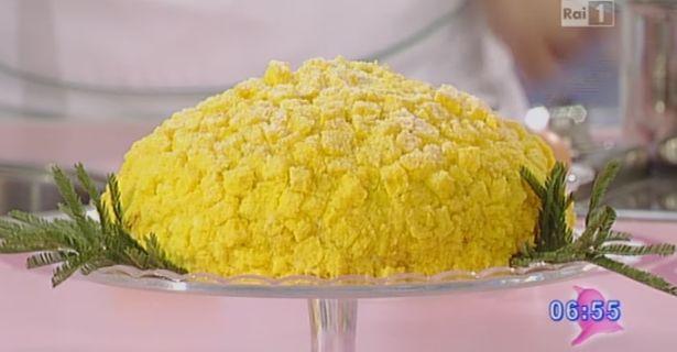 La+ricetta+della+torta+mimosa+di+Sal+De+Riso+da+Dolci+dopo+il+Tiggì