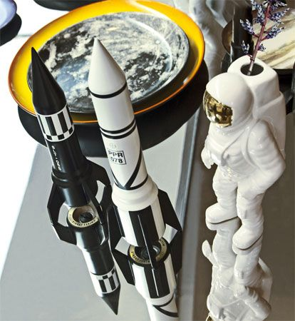 Cosmic Diner: 1970s-inspired SLT-055 and PPR-078 salt and pepper mills by Diesel living with Seletti