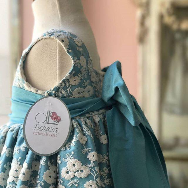 💘Nos encanta el efecto del tul bordado sobre algodón satinado. Ambos tejidos se convierten en uno en la colección Boreal. 😍 Descúbrela en www.arrazdelucia.com 🎀  #vestidosdearras #damitasdeboda #modainfantil #modainfantilespañola #atelier #hechoenespaña #vestidosdeniña #pajesdeboda #bodas #blogdebodas #invitadaperfecta #bodas2017 #ramosdenovia #vestidosparasoñar #ceremony #baby #shoponline #lookinfantil #fashionkids #atelierinfantil