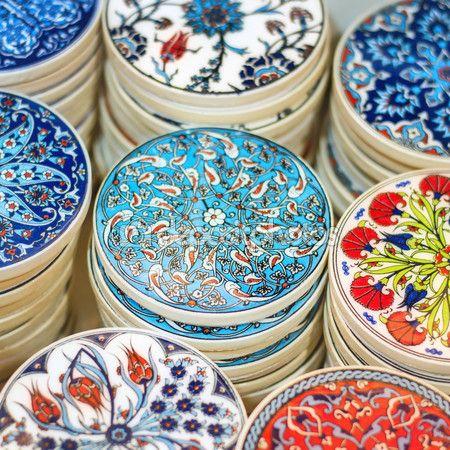 Cerámica tradicional turca en el gran bazar — Imagen de stock #80077148