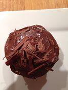 <p>Klam+sjokolade-kolwyntjies+Lewer+24+250+ml+kookwater+180+ml+kakao+–+gesif+125+ml+melk+5+ml+vanilla+280+g(500+ml)+koekmeel+7+ml+koeksoda+2,5+ml+sout+250+g+botter+@+kamertemperatuur+250+g(315+ml)+donker+bruin+suiker+150+g(180+ml)+suiker+4+eiers+Voorverhit+oond+tot+180+grade+…</p>