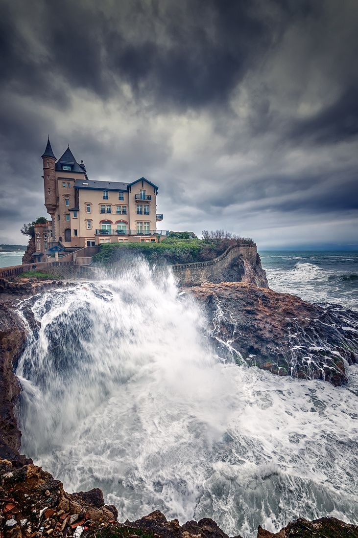 Gorgeous photo of lovely #Biarritz! Check out SPI's #French program in Biarritz >> http://www.spiabroad.com/france/biarritz-high-school-study-abroad-program/