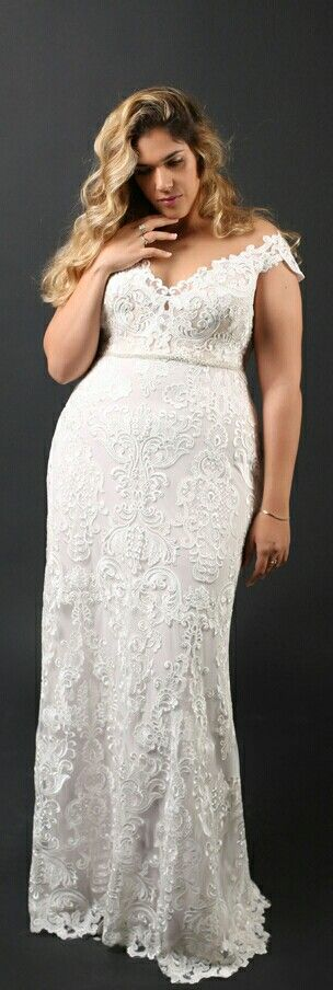 Curvy mermaid wedding gown with a one of a kind lace. Adel. Studio Levana