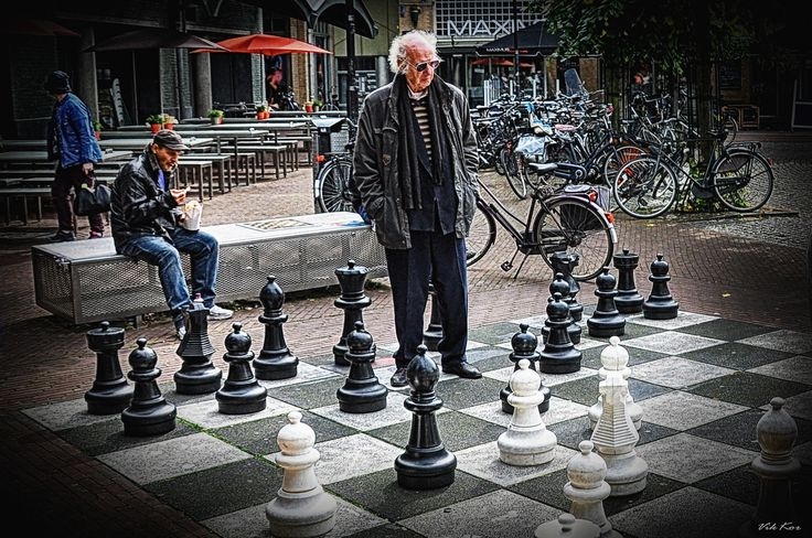playing chess in the street near Holland Casino (MaxEuweplein)