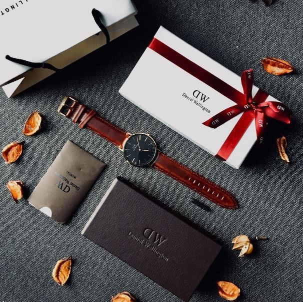 قائمة هدايا رجالية فخمة ورائعة تناسب مكانة الرجال لديك White Watches For Men Brown Leather Band Chronograph Watch Men