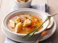 Eierstich-Suppe ist ein Rezept mit frischen Zutaten aus der Kategorie Brühen. Probieren Sie dieses und weitere Rezepte von EAT SMARTER!