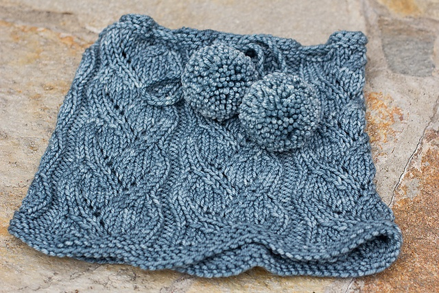 Free Pattern: Drawstring Lace Cowl by SweaterBabe