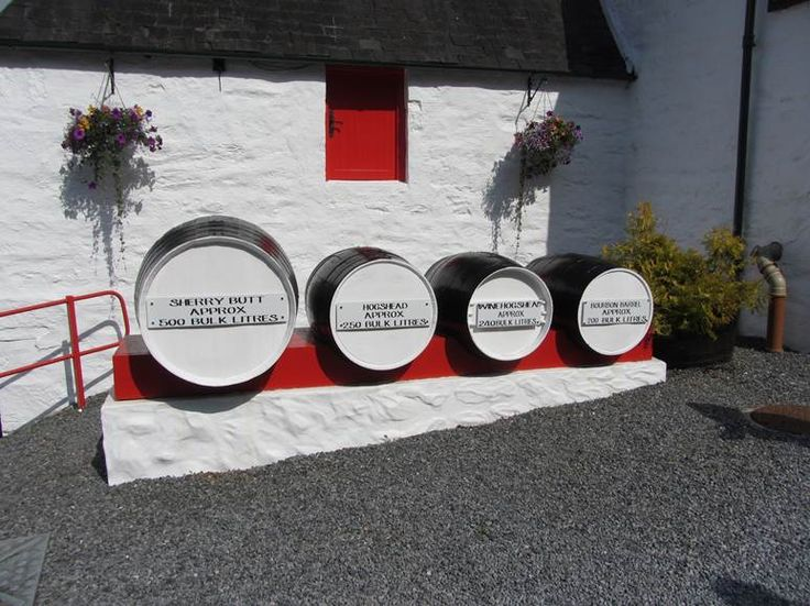 Whisky tour Scotland | Off the beaten track with LTR - Edradour Whisky Distiller - the smallest traditional distillery in Scotland