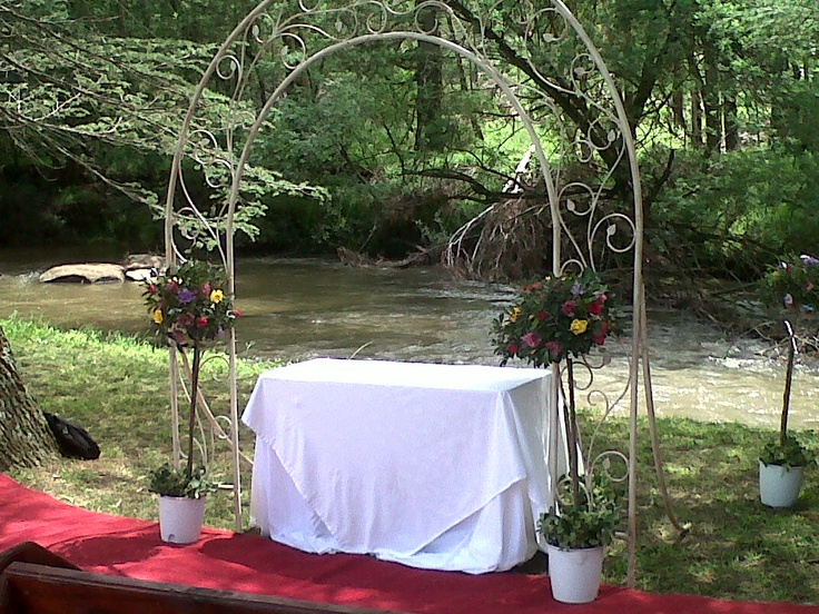 Riverside wedding at The Bend, Nottingham Road, Midlands Meander. www.midlandsmeander.co.za Country weddings made a reality.
