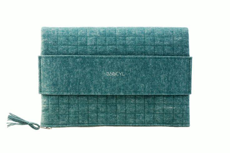 """""""Bagcylka"""" handbag. Handmade item. Colour: green. Materials: felt, silver zipper. www.bagcyl.com"""