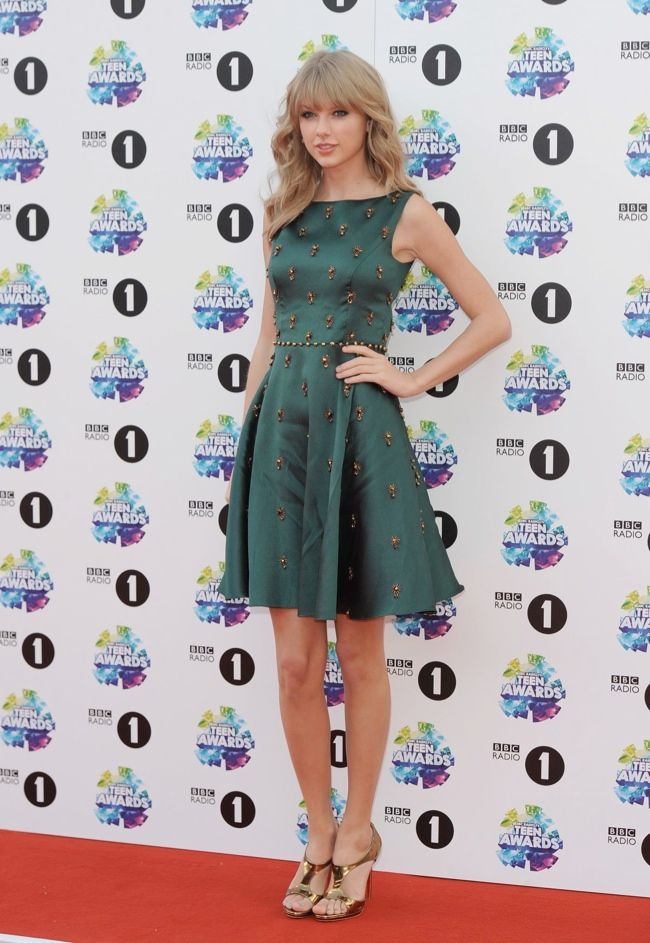 Taylor Swift looks stunning on the red carpet for the BBC Radio 1 Teen Awards