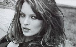 A britânica revolucionou o padrão das modelos com o 'heroin chic' e foi uma das supermodelos dos anos 1990.
