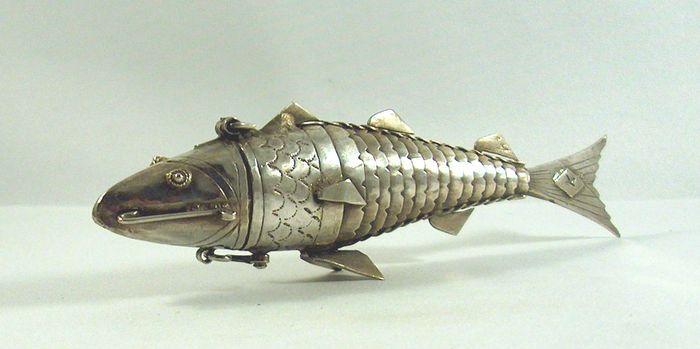 Online veilinghuis Catawiki: Zilveren besamim/kruidendoos in de vorm van een vis, Judaïca, ca 1900