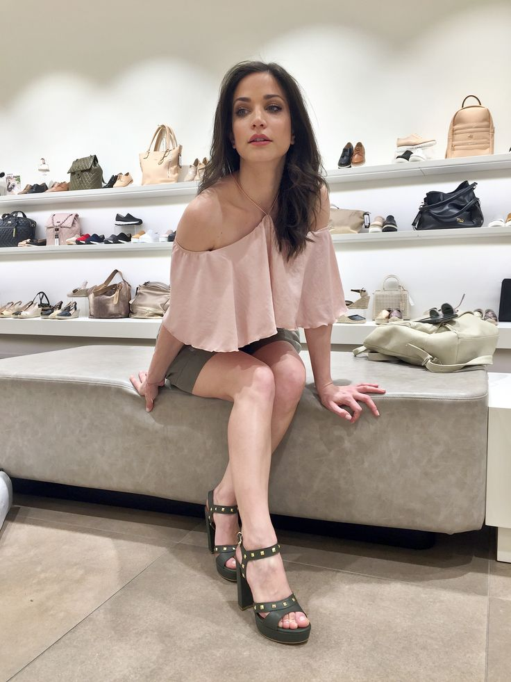 ΚΑΤΕΡΙΝΑ ΓΕΡΟΝΙΚΟΛΟΥ Katerina Geronikolou in Mourtzi shoes #mourtzi #sandals #actress #style