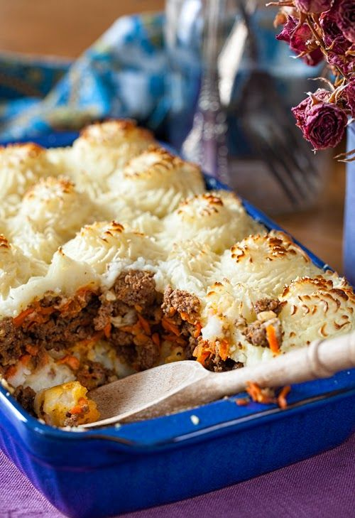 "Russian Monday: ""Kortofelnaya Zapekanka"" - Beef & Potato Сasserole at Cooking Melangery #russian_food, #comfort_food, #casserole"