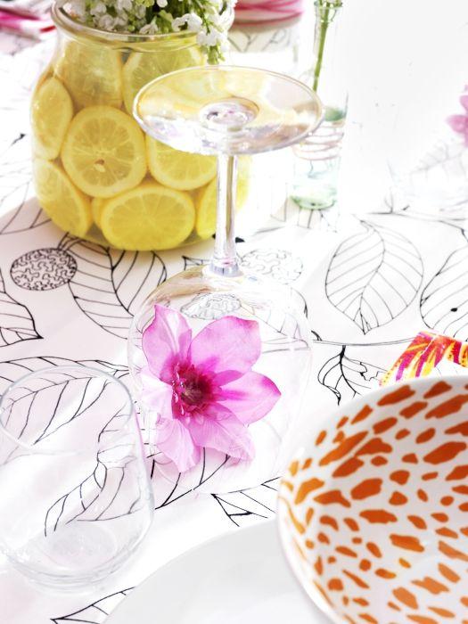 Živý kvet pod pohárom vytvorí zaujímavú dekoráciu. http://www.ikea.com/sk/sk/catalog/categories/departments/eating/18870/