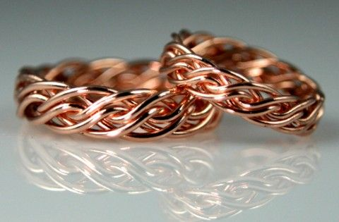 Rose gold wedding rings// something about these is endearing. Kind of reminds me of the crown of thorns.