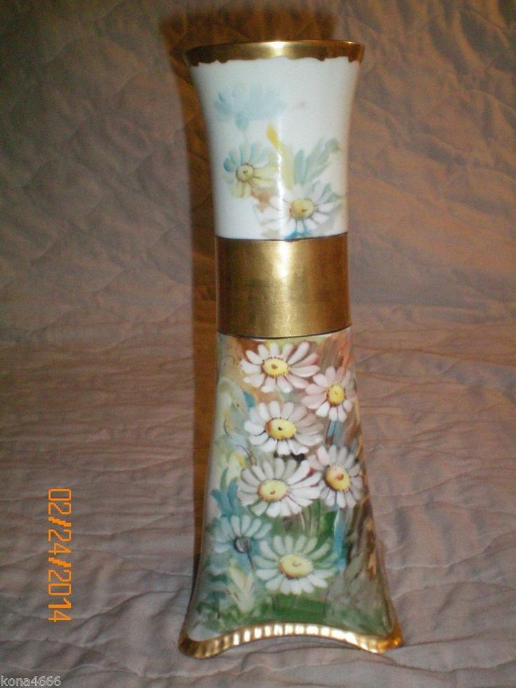 Vintage H Amp C Heinrich Co Selb Bavaria Porcelain Vase White Daisies With Yellow Center Go From