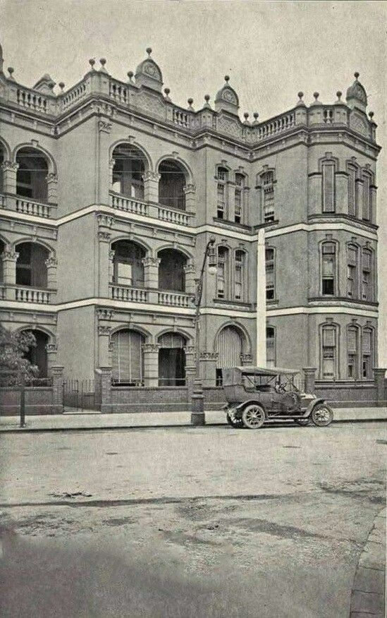 Charlemont Private Hospital at 18-32 Darlinghurst Rd,Potts Point,in eastern Sydney (year unknown).