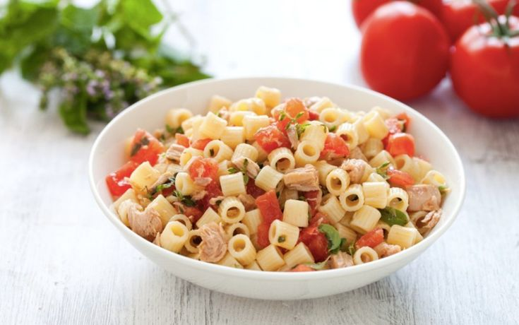 Questa è una storia estiva e saporita che si racconta attraverso 9 primi piatti di pasta fredda.   Ricette facili che prevedono formati e condimenti...