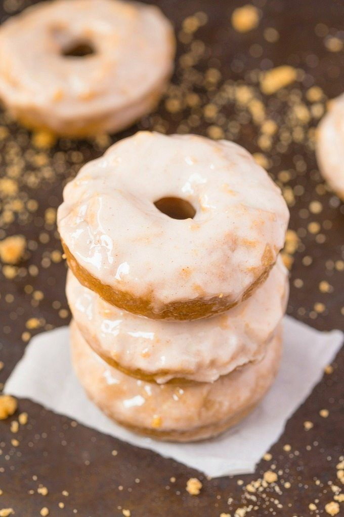 Easy and delicious baked (not fried!) doughnuts which tastes like a classic cinnamon bun but in doughnut form AND specifically designed for breakfast!