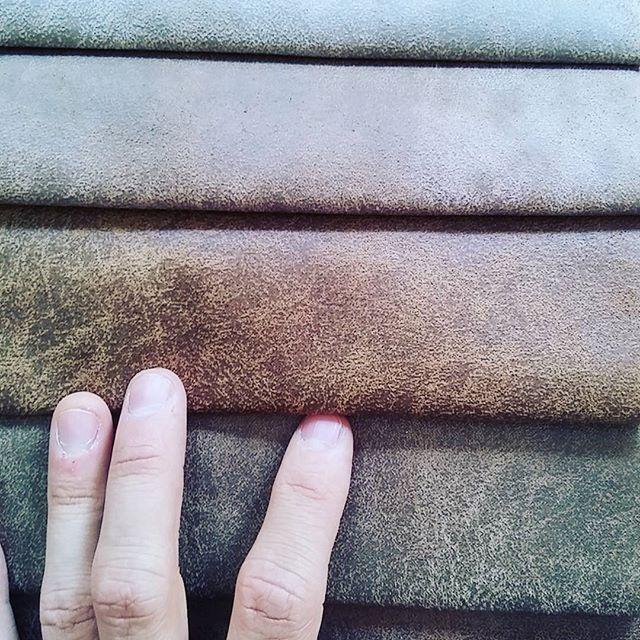 Ecopelle vintage ora disponibile @divaniblues  #ecoleather #divaniblues #interiordesign #green #nature #savenature #cheaperdesign #bespoke #bespokefurniture #arredamentomilano #arredamento #sumisura #design #ecopelle #arredamentomilano #milano #meda #export #business #living #home #homedecor #life  #picoftheday #love #furniture #milan #italy #madeinitaly