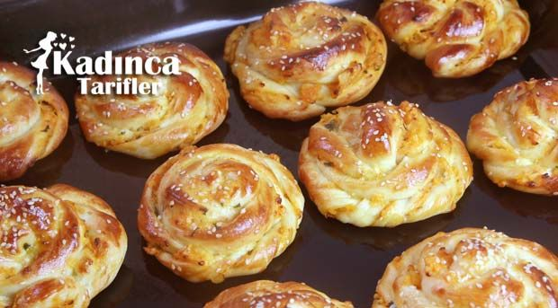 Patatesli Kıvrık Poğaça Tarifi nasıl yapılır? Patatesli Kıvrık Poğaça Tarifi'nin malzemeleri, resimli anlatımı ve yapılışı için tıklayın. Yazar: Sümeyra Temel
