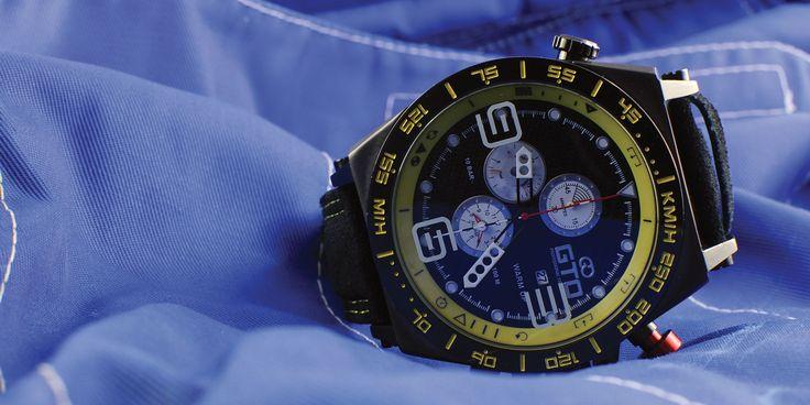Montre homme sport Warm Up de GTO - bouton rouge pour un look dédié à l'automobile #montre #sport #homme #automobile #jaune
