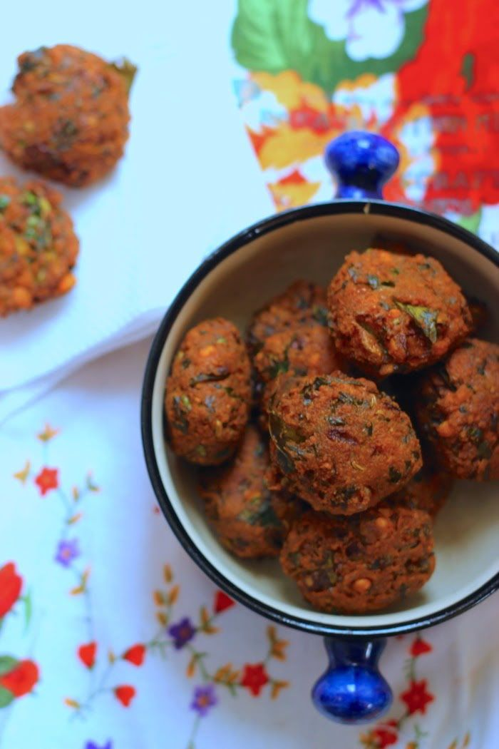 Spinach Masala Vadai - Deep fried bite-sized vadai made using chana dal, spinach and a medley of herbs