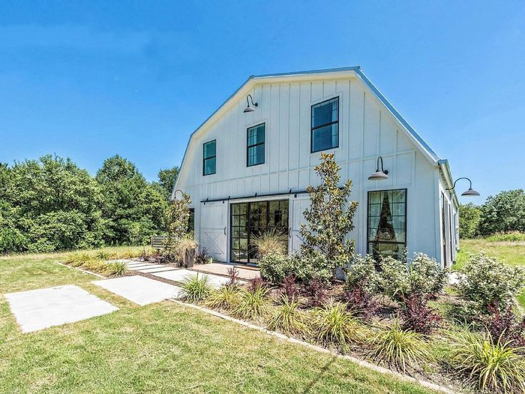 What better way to take in the Waco sights than by staying at an actual home featured on Fixer Upper? And not just *any* Fixer Upper project, but the barn that added barndominiums to the lexicon.