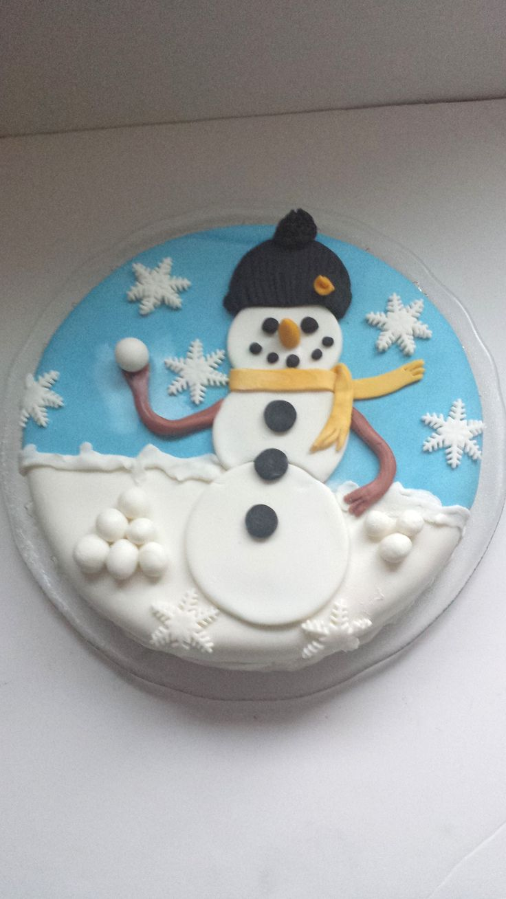 Christmas Cake decorated in fondant
