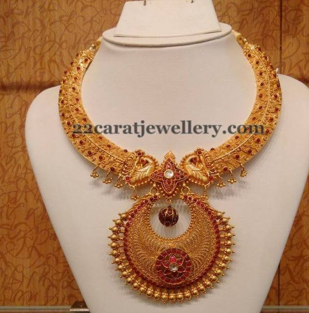 Jewellery Designs: Spinel Rubies Peacock Gold Choker