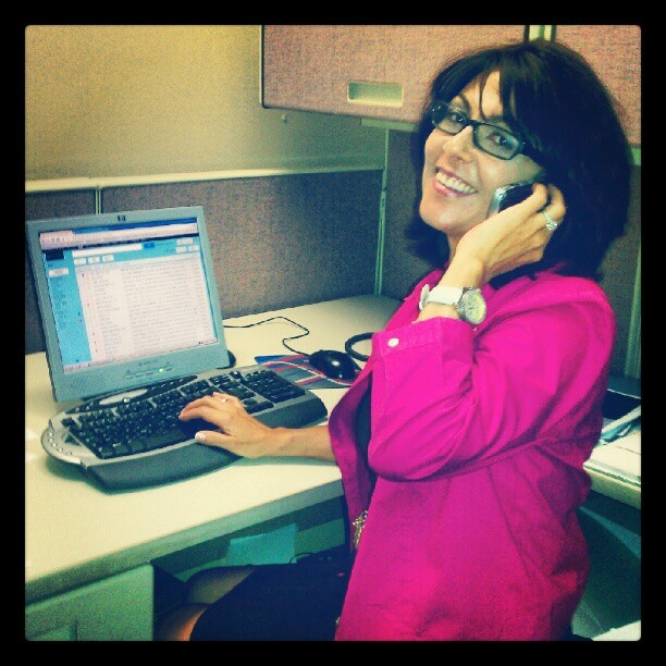 Leticia Arauz is Amazing! Talking in Spanish while typing an email in English.
