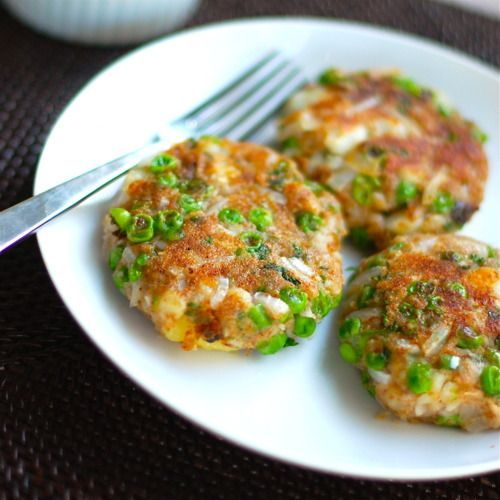 Aloo Tikka    3 large potatoes, peeled, boiled and mashed (I used sweet potato)  3/4 cup frozen peas (uncooked)    1/2 large onion, chopped    1 jalapeno pepper, minced    1 tsp. chili powder    2 tsp. garam masala    1 tsp. cumin powder    1 tbs. grated ginger    1 handful fresh parsley or cilantro leaves, chopped    2 tbs. bread crumbs (I omitted)   4 tbs. flour (I used ground oats)